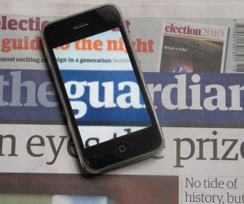guardian iphone1 The Guardians iPhone and iPad apps   now with added Twitter!