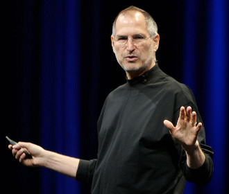 Steve Jobs at WWDC 2007, by Acaben, cropped by Kyro (Wikimedia Commons)