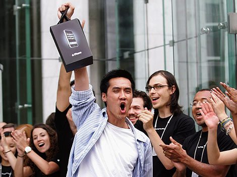 AT&T Won't Have More iPhone 4's In Stock Until June 29