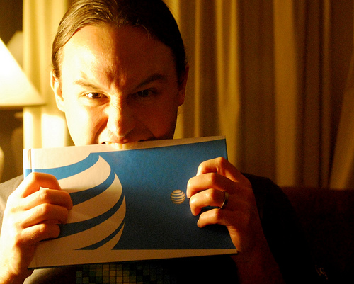"AT&T Isn't Throttling Bandwidth, Low Speeds Caused By ""Unintentional Software Glitch"" ..."