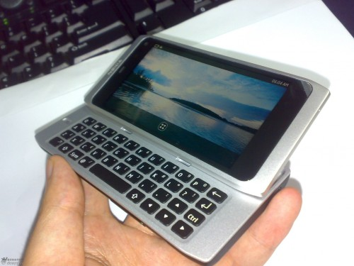 1bb005acfd878a4b4b36d694 500x375 Nokias QWERTY Slider N9 Leaks. MeeGo Powered And Shipping In December?