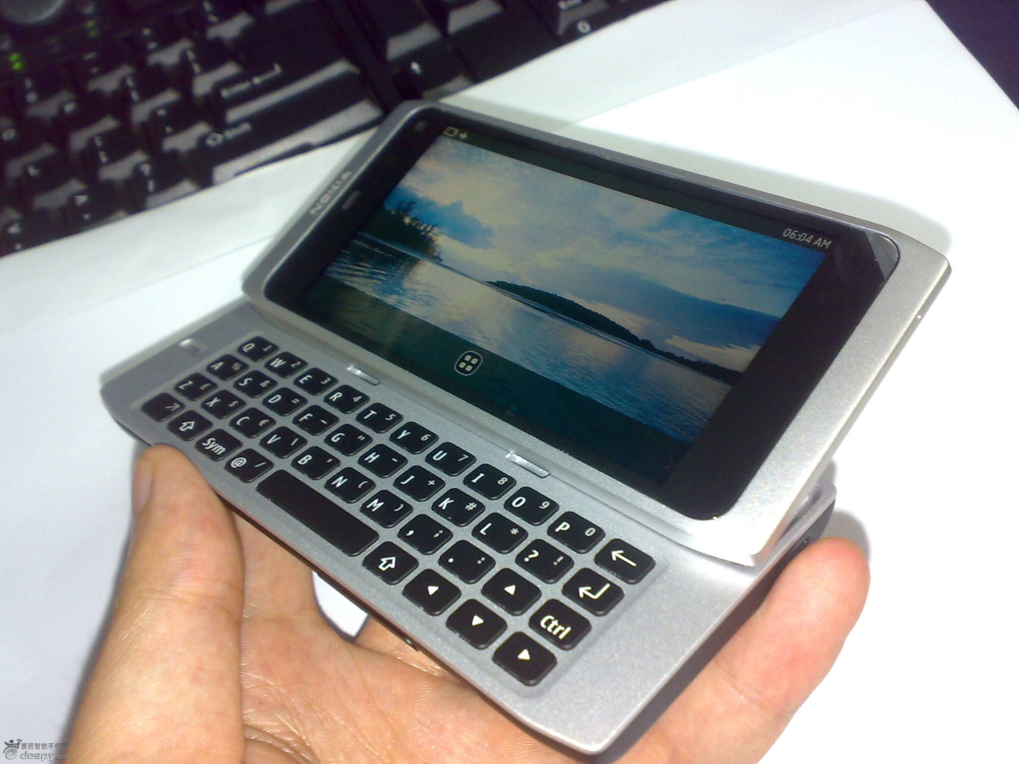 Nokia's QWERTY-Slider N9 Leaks. MeeGo Powered And Shipping In December?