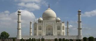 800px-Taj_Mahal,_Agra,_India
