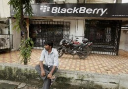 blackberry maker battles to avert india shutdown 2010 08 27 l 260x181 India Rejects RIMs Message Interception Solution
