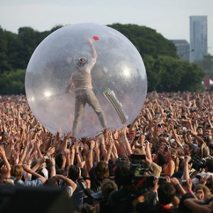Extrovert? Crowdsurfer brings real-time interaction to any event.