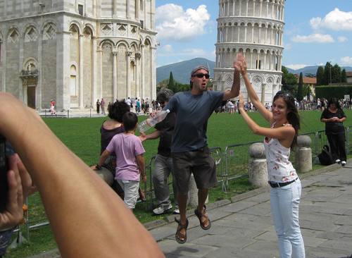 tumblr l77voqiBZd1qzpwi0o1 500 Leaning Tower of Pisa photo bomb