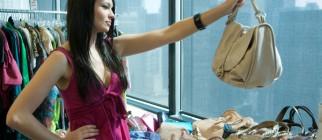intern-picking-out-handbag2
