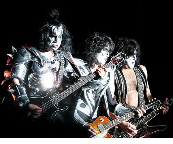 KISS and Nightclub City first to stream live concert through social game.