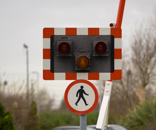 pedestrian-signal-crossing