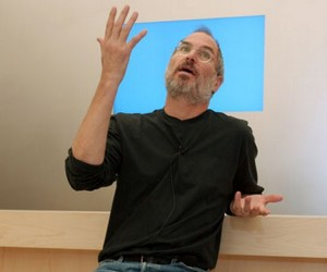 resized steve jobs 300x250 MENA Carriers Wonder Why Apple Removes FaceTime, Apple Says: Huh?