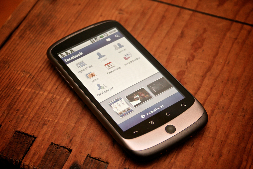 Facebook's Mobile Growth Visualised [Infographic]