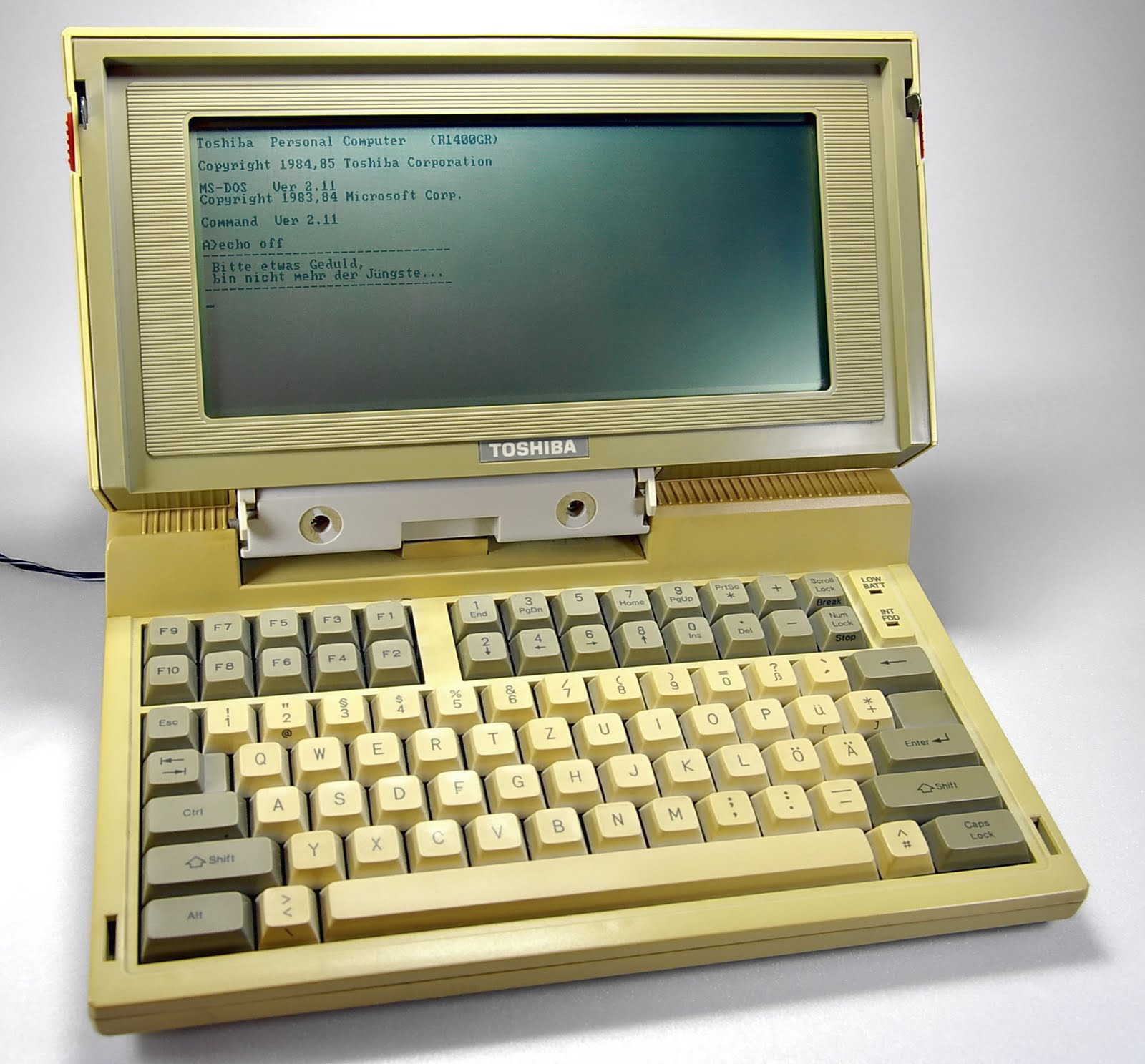 Toshiba T1100 In Betrieb Worlds first laptop, 25 years old and still running!