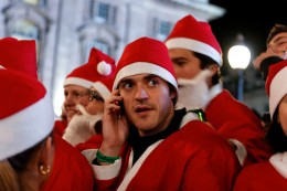 2081417649 9241251052 b 260x173 This year, one in ten Brits will do their Christmas shopping via their mobile