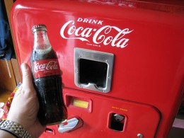 2566739160 ff07a11b2e 260x195 Coca Cola vending machines to support mobile payments