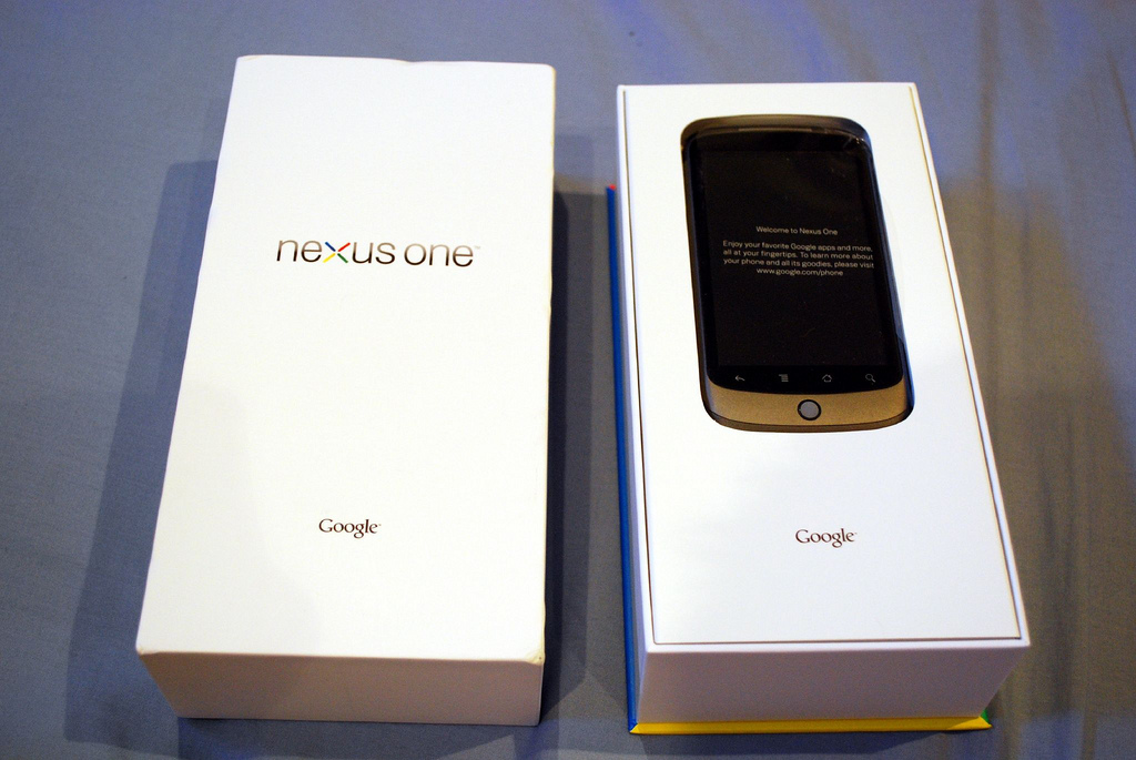 Google Nexus S gets a Best Buy airing before disappearing into the ether