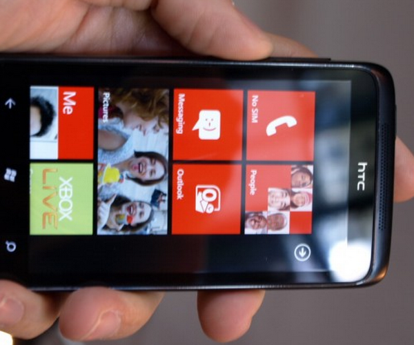 Have a Windows Phone 7? Don't touch that SD card, at least not yet