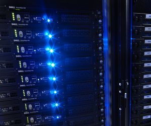 server 300x250 Facebook to drop $450 million on new data center