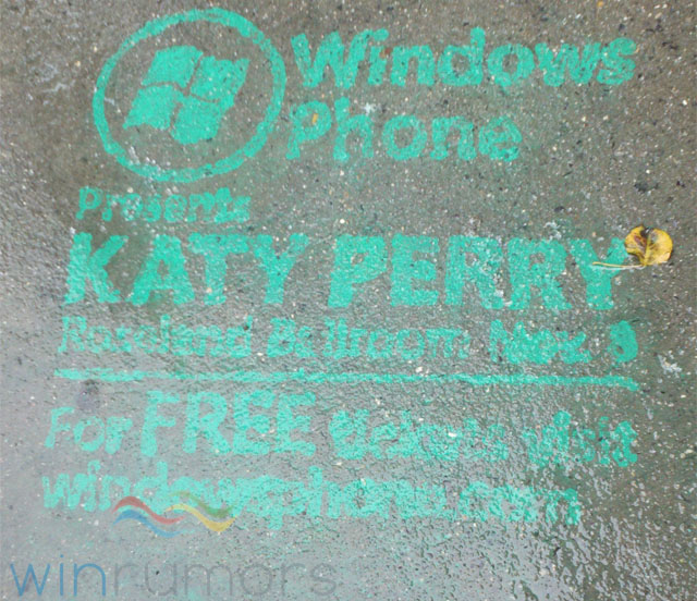 winphonegrafitti Microsoft chalks NYC green for Windows Phone 7