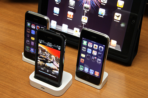 Apple expects to ship 21 million iPhones in Q1 2011, Foxconn remains exclusive iPad 2 manufacturer