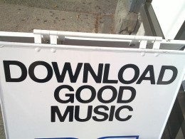 4997247714 4f000d31a7 260x195 Study: In 2010, 1.2 billion songs will have been downloaded illegally in Britain