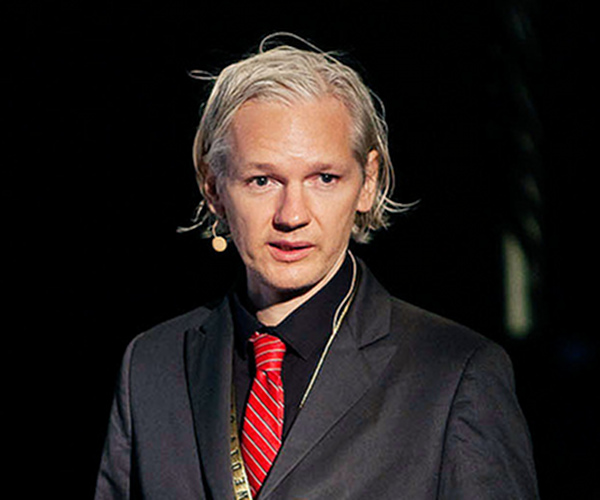 "Julian Assange sees himself as ""A martyr without dying"""