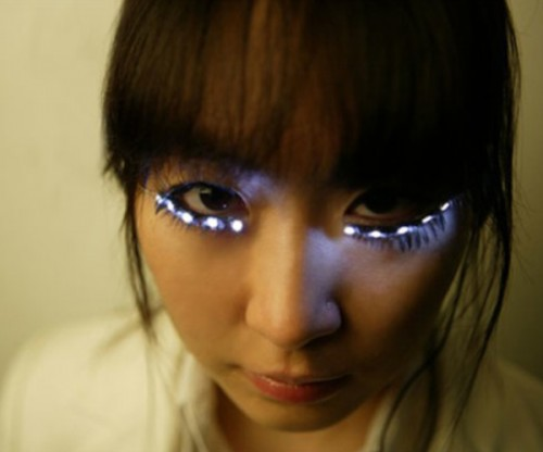 eyelashes1 500x416 Attention Lady Gaga: your LED eyelashes have arrived