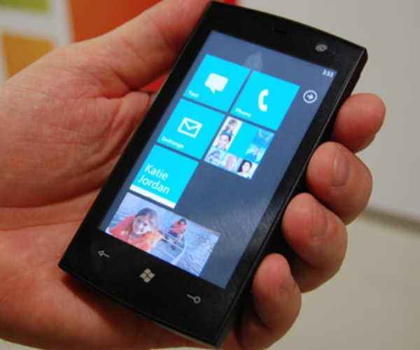 Microsoft reaches out to Windows Phone 7 jailbreak developers, unlocking tool pulled