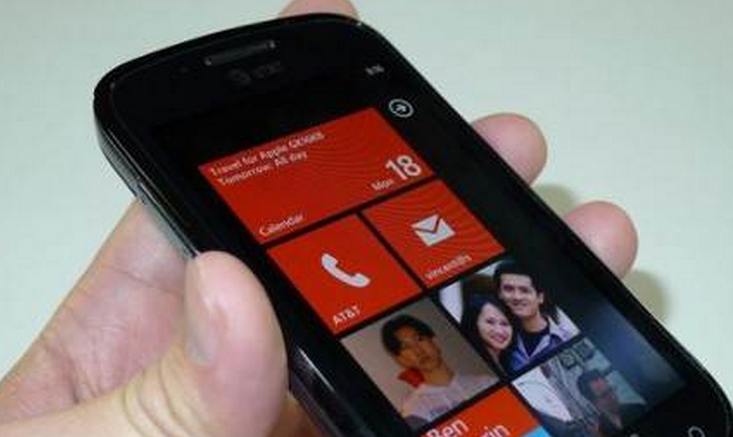 Microsoft handing out free Windows Phone 7 handsets to hackers
