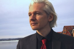 4917298753 114a77fa8b z 260x173 Julian Assange severs ties with The Guardian, agrees deal with The Telegraph