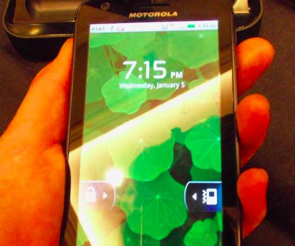CES 2011: Hands on with Motorola's XOOM tablet and the Bionic 4G smartphone