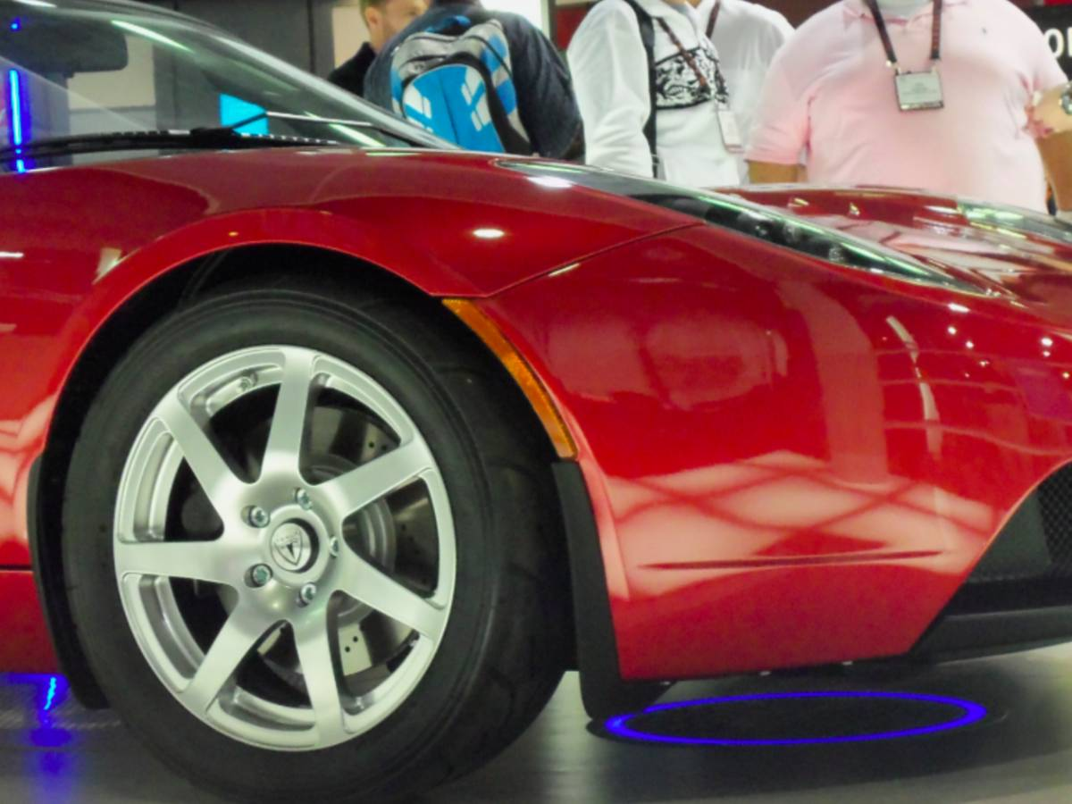 887 0443 CES 2011: The Worlds First Wirelessly Powered Tesla Car