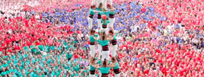 Video: Castellers make up a human castle in Tarragona, Spain