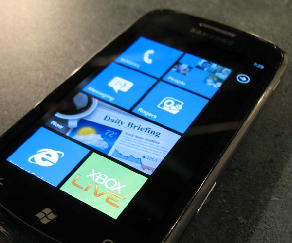 Microsoft is finally investigating the Windows Phone 7 phantom data issue