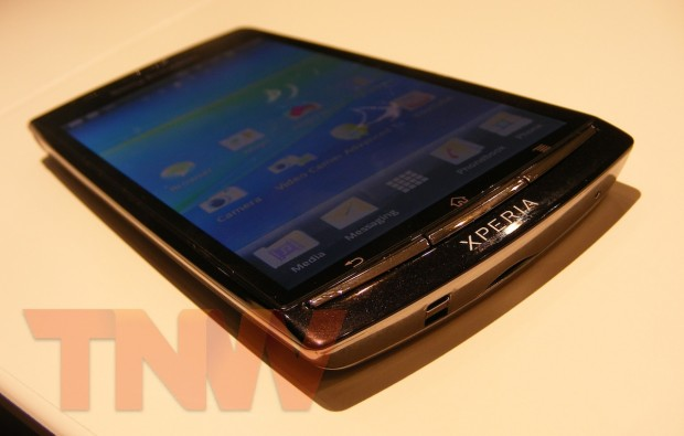 Sony Ericsson's Xperia Arc coming to Vodafone and Three, expected in April
