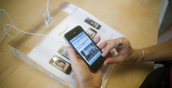 Picture WSJ: New free MobileMe AND half the size, half the price iPhones this summer