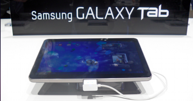 Hands on with Samsung's first Android Honeycomb tablet, the Galaxy Tab 10.1 [Video]