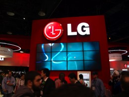 lg booth tour ces las vegas 2009 1 260x195 LG Confirms Optimus 3D Will Launch At Mobile World Congress