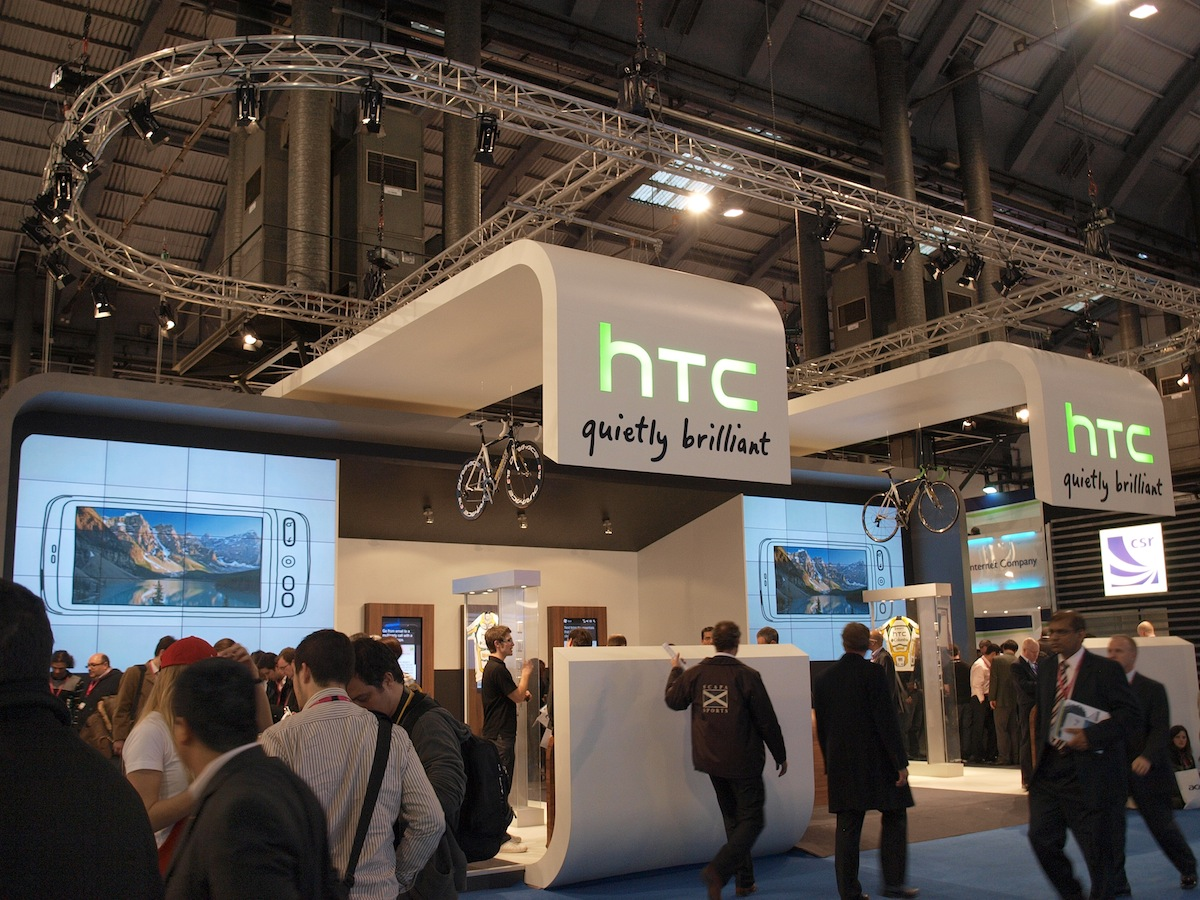 HTC Saga emerges in new photos, outside of Taipei's metro system