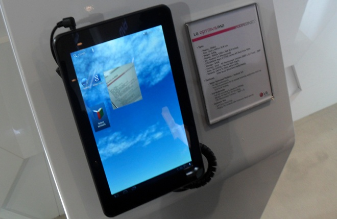 Hands on with the LG Optimus Pad, an Android tablet that shoots 3D video [Video]