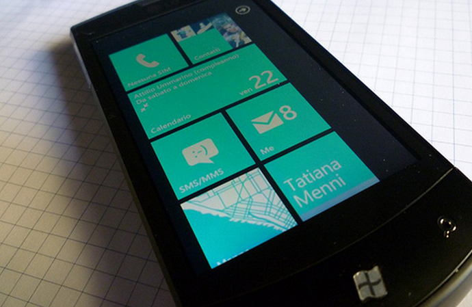 At long last, Microsoft launches a WP7 ad that shows off the OS