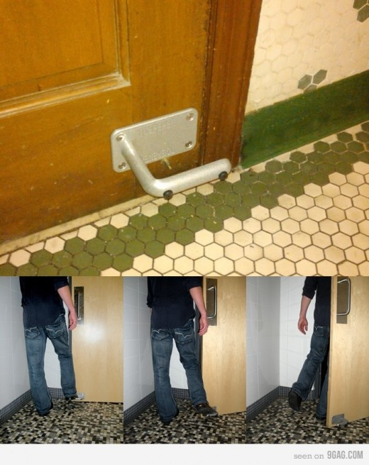 86682 700b v1 520x655 Every toilet door should have this installed