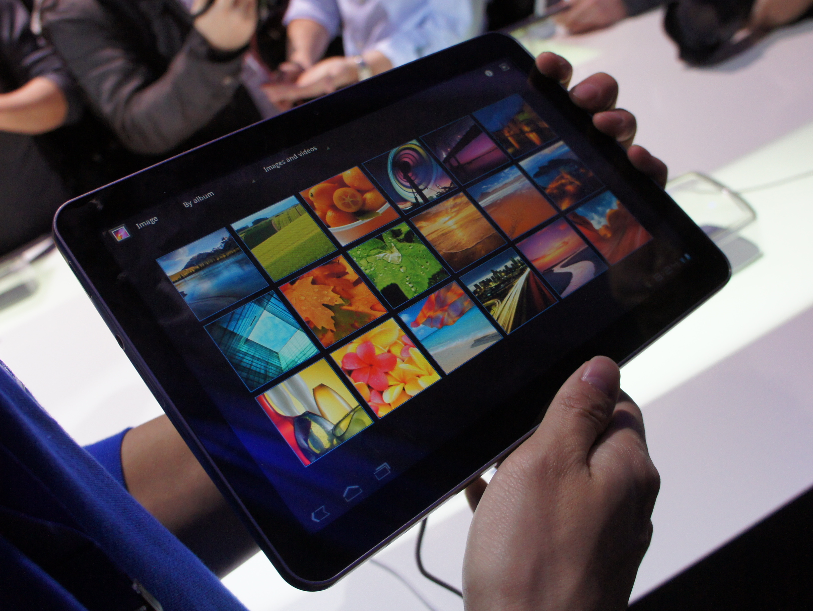 Samsung to unveil 8.9-inch Galaxy Tab on March 22