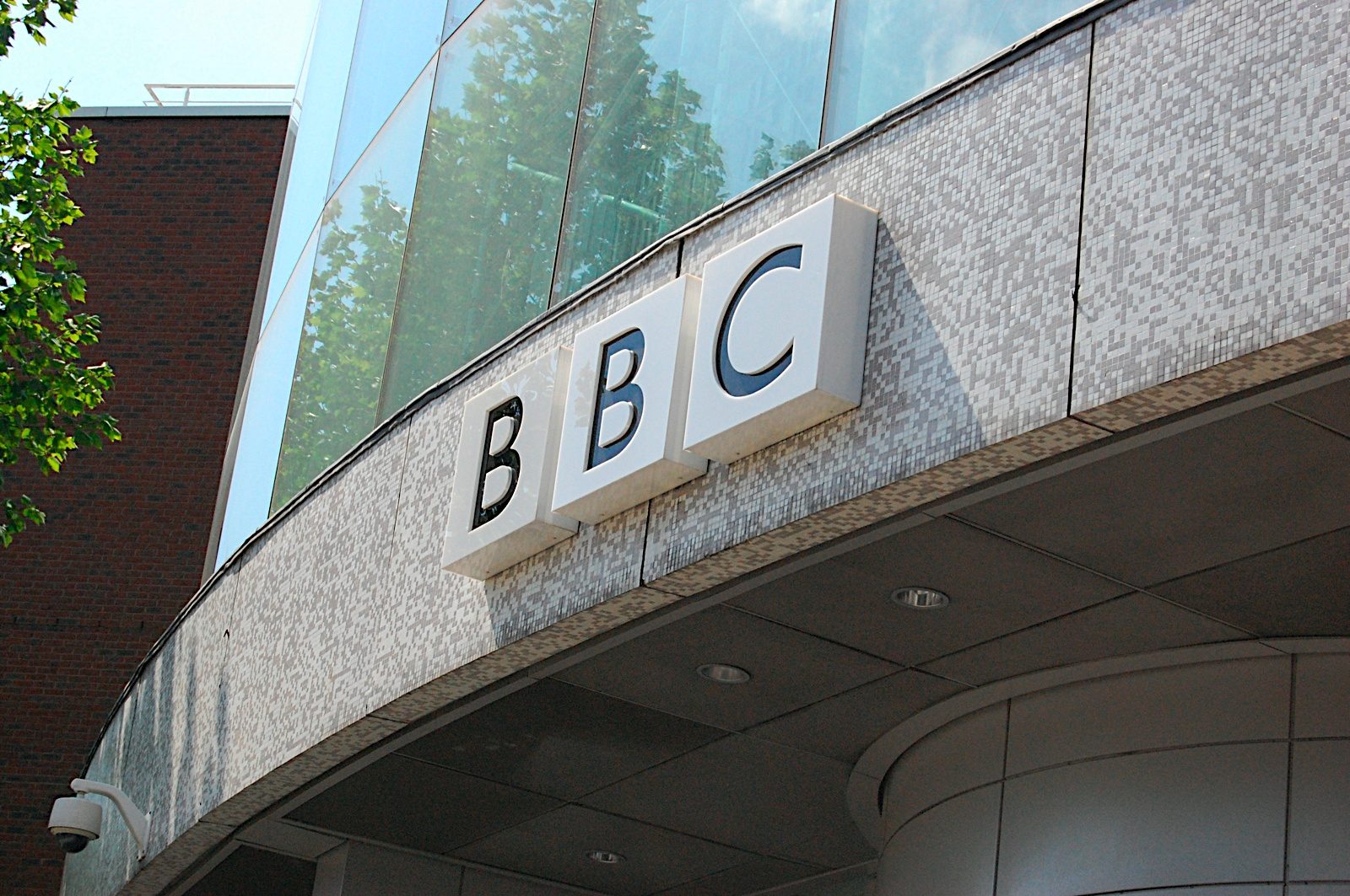 BBC Website outage caused by network failures, takes 5 hours to fully recover [Updated]