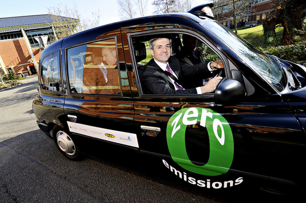 London getting 20 hybrid taxis by 2012