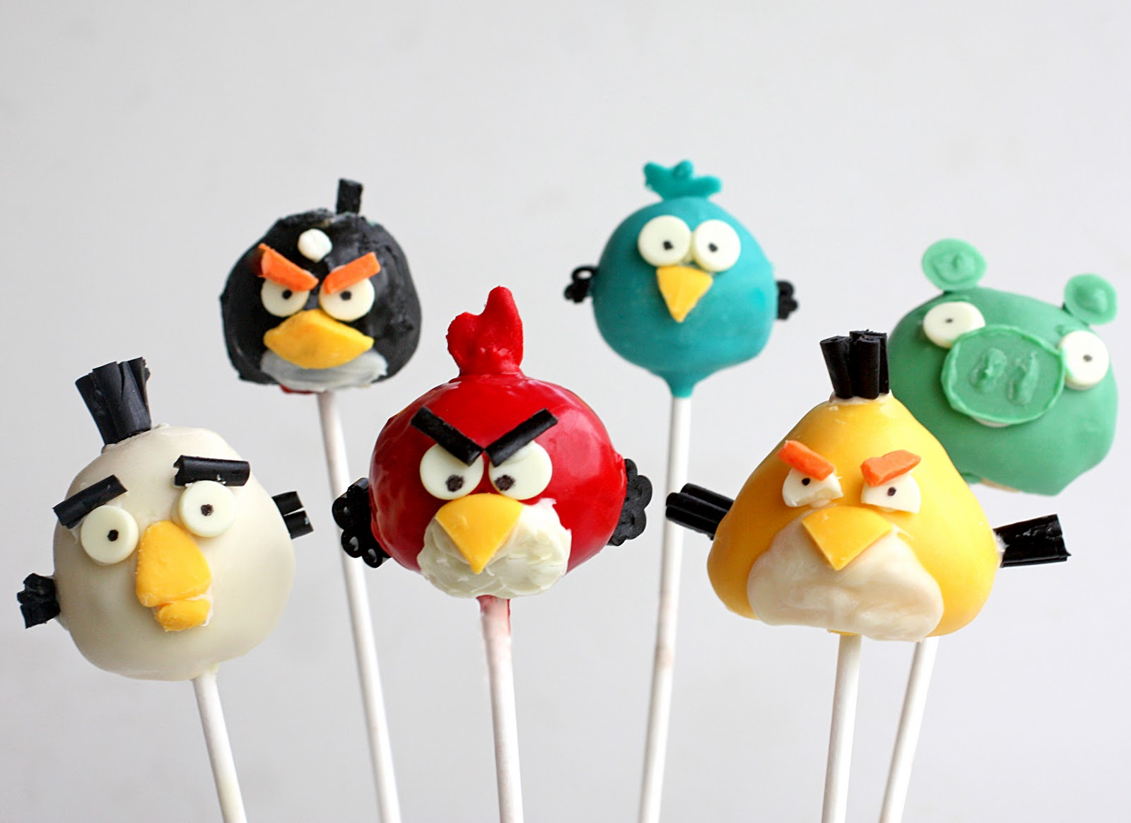 Angry Birds To Launch On Facebook Next Month
