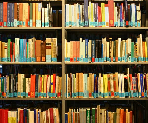 World's largest book publisher bows to iTunes pricing model