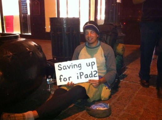 dfqzf 520x388 Man panhandling for an iPad 2 at SXSW. Whats the world coming to?