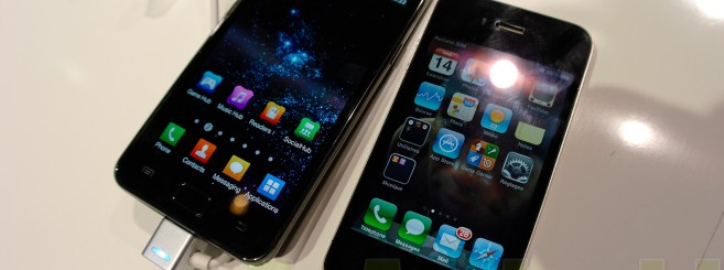 Samsung-Galaxy-S2-vs-iPhone-4-apple