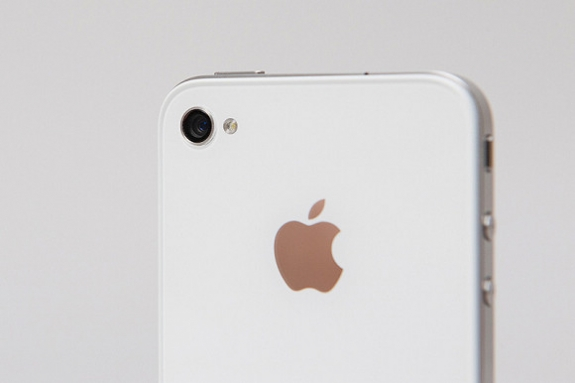 Apple Announces White iPhone 4 Coming Tomorrow