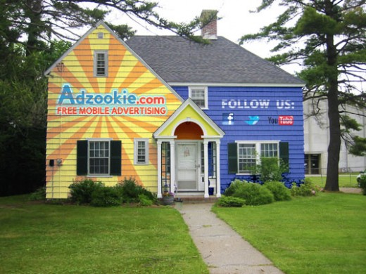 yellowHouse 520x390 Would you turn your house into a billboard to live mortgage free?